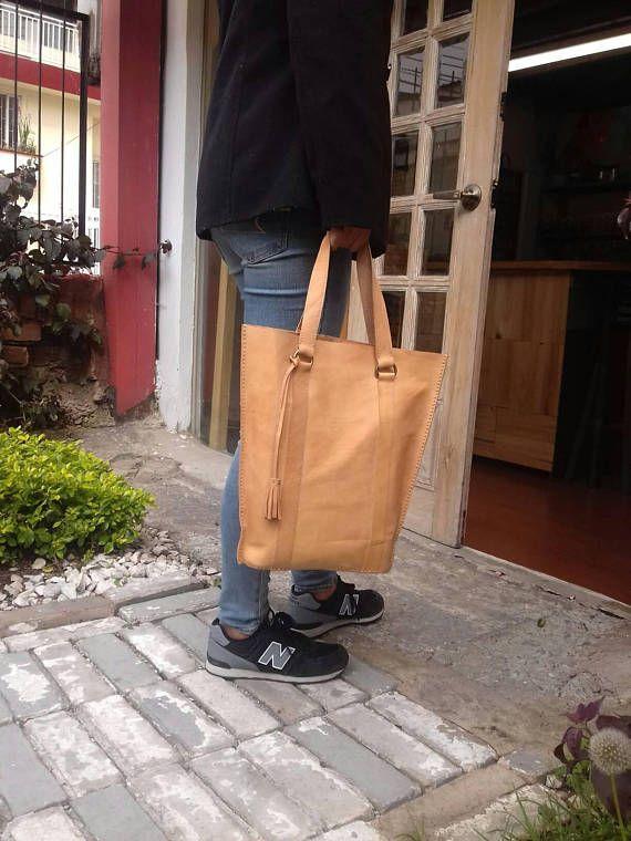 Mira este artículo en mi tienda de Etsy: https://www.etsy.com/es/listing/387338068/hand-bag-leather-handbag-pure-leather