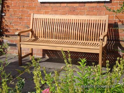 Садовая деревянная скамейка со спинкой