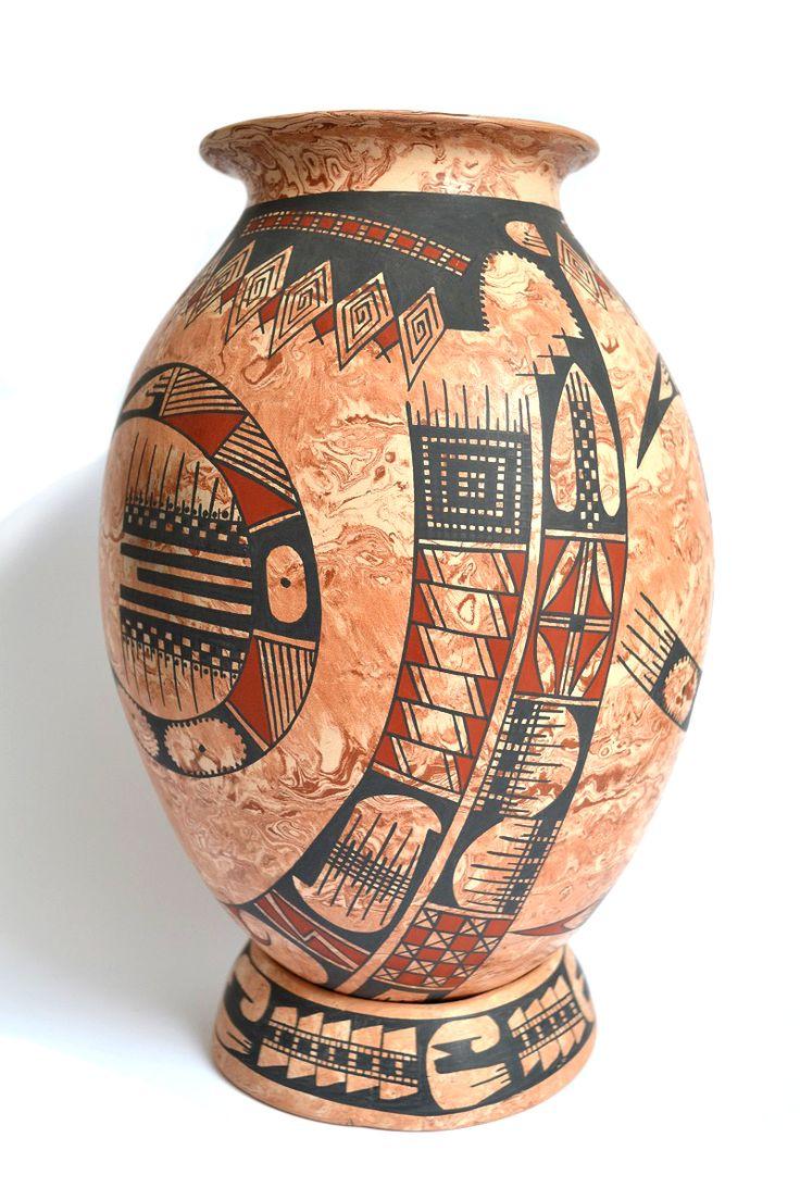 """Vasija grande tipo """"marmoleada"""" con decorado tracional en rojos y negro de pigmento natural... Disponible en: www.estilomexican... #Cerámica #Alfarería #Vasija #Arte #Artesanía #Olla #Cultura #Olla #Paquimé #CasasGrandes #Tradición #Chihuahua #ArteMexicano #ArtePopular #México #ArteMexicano #Sale #Venta #Handmade #Handcraft #FolkArt #MexicanArt #Vessel #Pot #Pottery #Clay #Ceramist #Ceramic #DF #Art #Mud #Arte #Barro"""