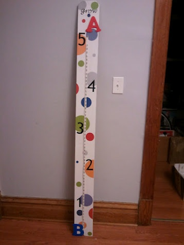 diy growth chart...this is super cute too!