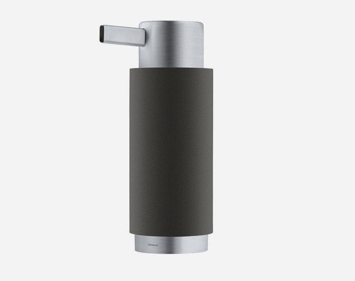 Stijlvolle zwart mat zeepdispenser voor in jouw keuken of badkamer. Bekijk de collecties op http://www.zeepdispenserhuis.nl/zeepdispensers