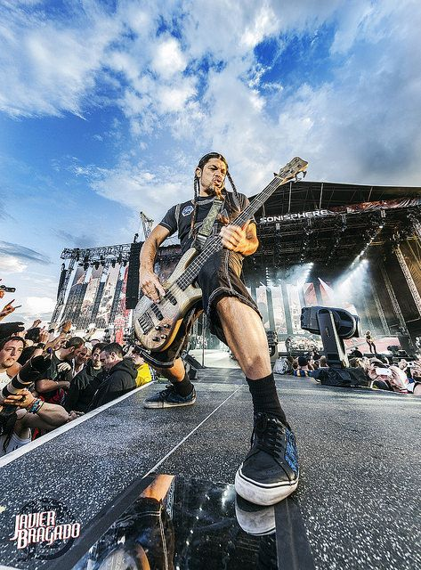 Metallica @SonisphereUK2014_01_3 | Flickr - Photo Sharing! Robert with his signature braids, stance and face :)