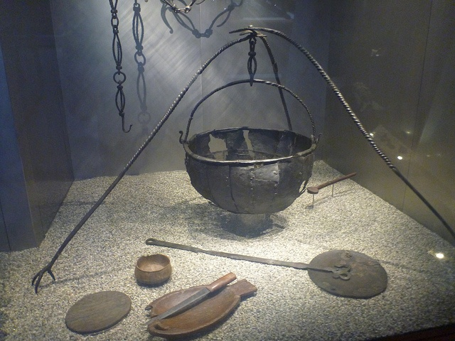 Viking cauldron from the Oseberg burial. Similar shape to the Pierpoint Morgan bible image
