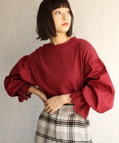 ふんわりボリューム袖がPOINT!! ボリューム感ある袖が女性らしいトップス。 身頃部分はカットソー、袖の部分はブラウス素材の切り替えになったアイテム。 袖端には波型のスカラップデザインが施されており、ゴムが入っているので袖を巻くって着ても可愛く着れます☆ ベーシックなカラーでご用意しているので、スキニーやワイドパンツと合わせても◎、 注目の柄やカラーアイテムと合わせてもお洒落に着こなせますよ♪ ★WEBストア限定販売でレッドが新登場★ 深みのあるレッドがこれからの季節にピッタリ!! WEBストアでしかGETできないカラーなのでお見逃しなく!!!