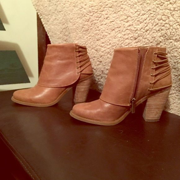 *******SOLD ON MERCARI****** Jessica Simpson boots I am absolutely in love with the fabulous Booties! But they are a little snug on me! They are true to size and will complete any outfit! Only worn once for about an hour! Make them yours today!!  Jessica Simpson Shoes Ankle Boots & Booties