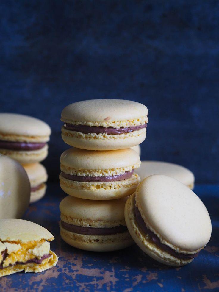 - Gule Makroner med sjokoladekrem - Macaron - italian meringue,- no need to dry before baking