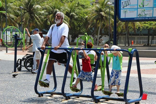 Adult Playgrounds: a New Look on Outdoor Exercise! Having grown in popularity in recent years, adult playgrounds are becoming more available for fitness-hungry adults! #adult #playground #outdoor