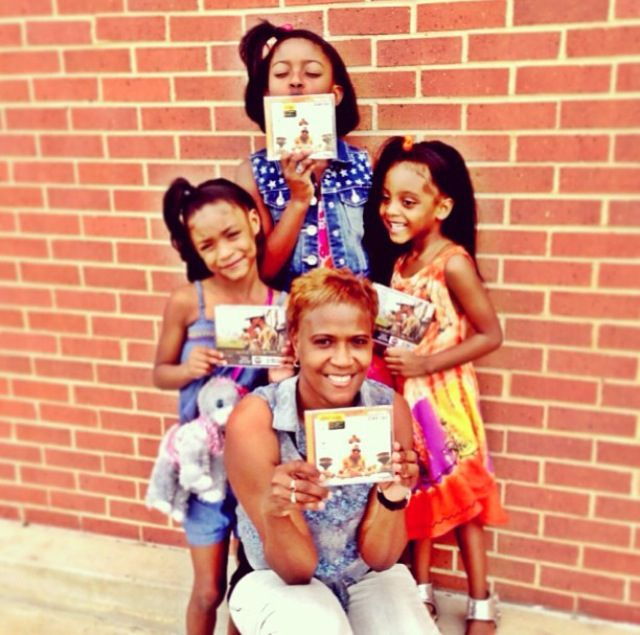 August Alsina mama sheila and his nieces they look so cute together.