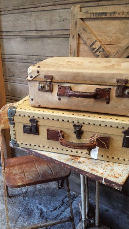 Creme kleur oude Franse Koffer  http://www.tresbellebrocante.nl/