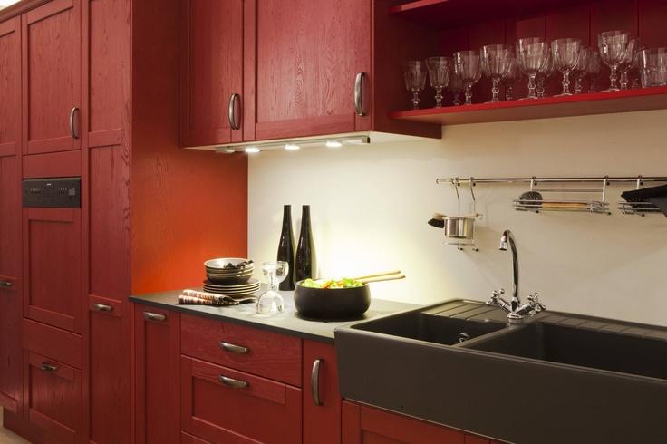 Une cuisine en ch ne massif patin rouge cuisine pinterest composition - Cuisine leroy merlin rouge ...