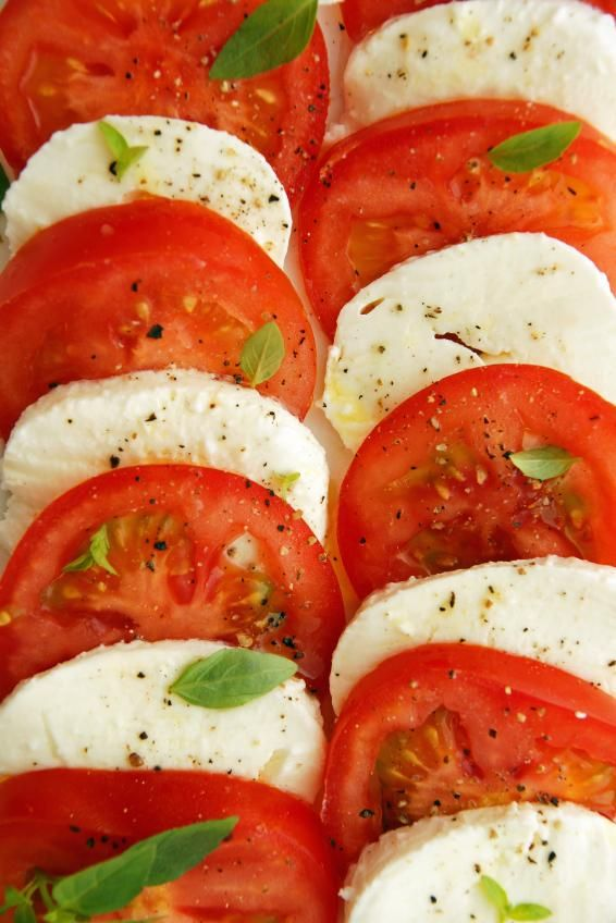 Mozerella, tomato, basil, olive oil, salt, pepper | Simple appetizer