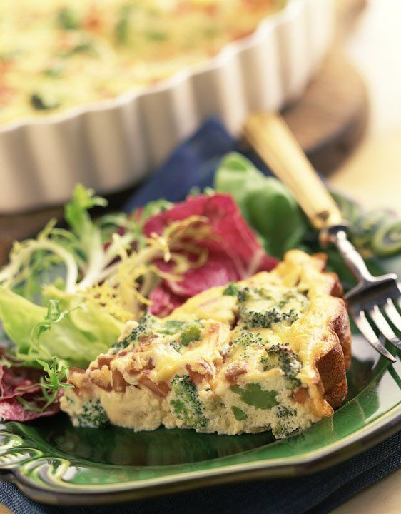 This amazing broccoli potato egg pie recipe from Cabot is sure to please! Packed with crunchy broccoli, fluffy eggs & Cabot cheddar - try it this weekend!