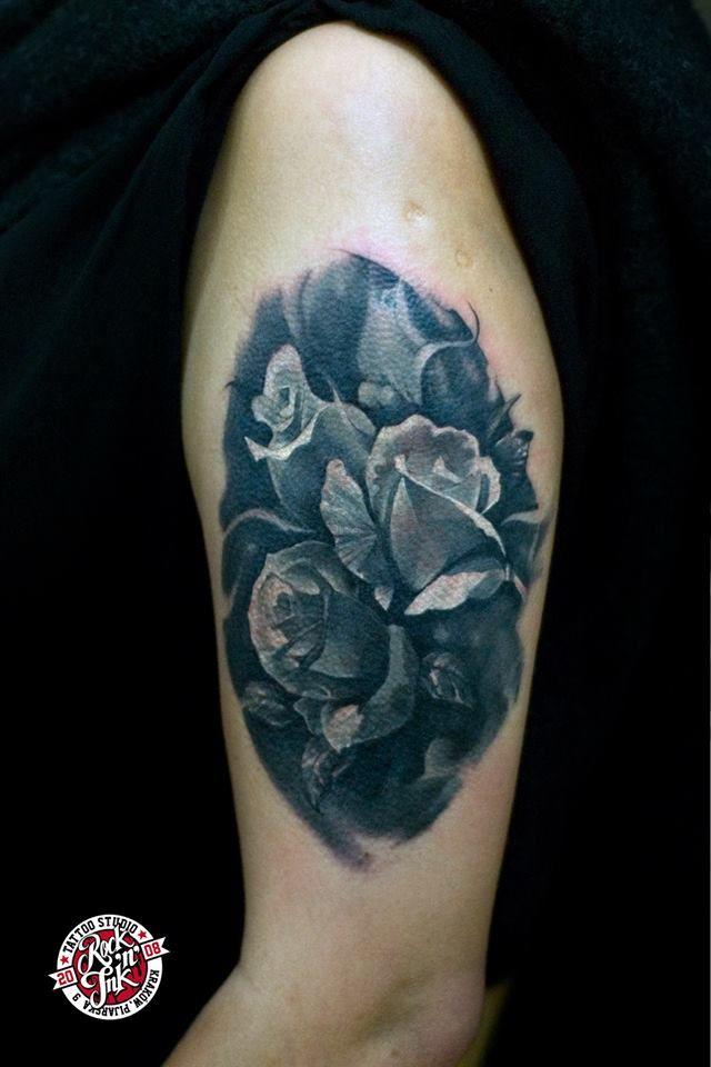 Black & Gray Realistic Tattoo Realistyczny tatuaż róży