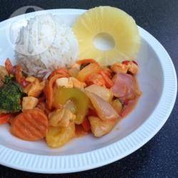 Rijst met kip en roerbakgroenten in zoetzure saus @ allrecipes.nl