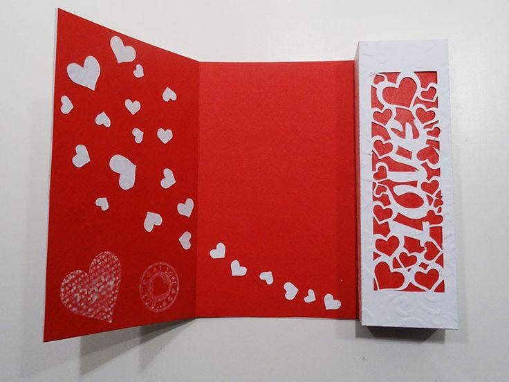 Voici une petite carte de Saint Valentin qui reprend le principe de celle de la carte de fête des mères que l'on avait fait l'an dernier.