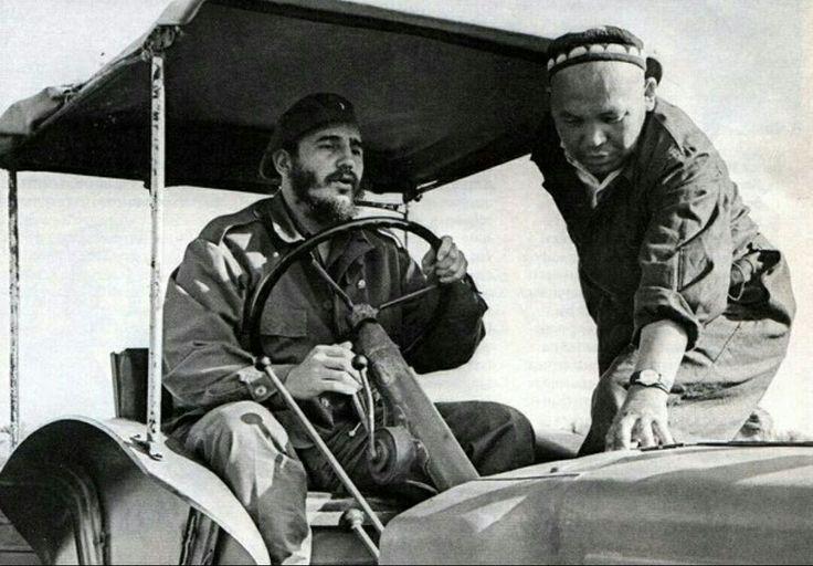Фидель Кастро за рулем трактора. Узбекистан, 1963  t.me/rushistory/346
