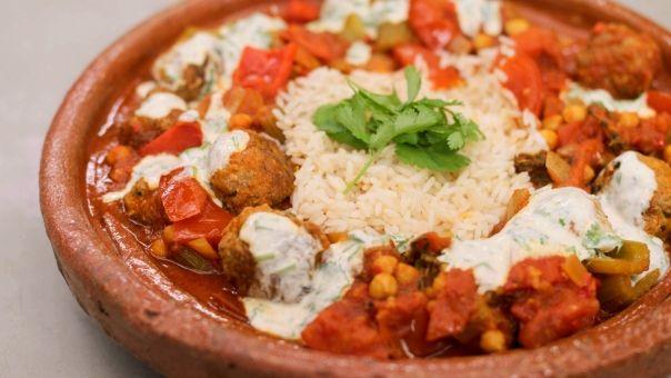 Eén - Dagelijkse kost - stoofpotje met lamskefta, yoghurtsaus en rijst