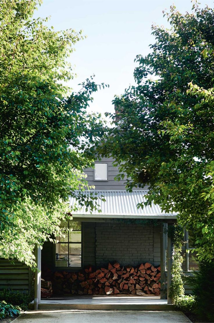 Australian country farmhouse. Photography by Sharyn Cairns. Styling by Tess Newman-Morris.