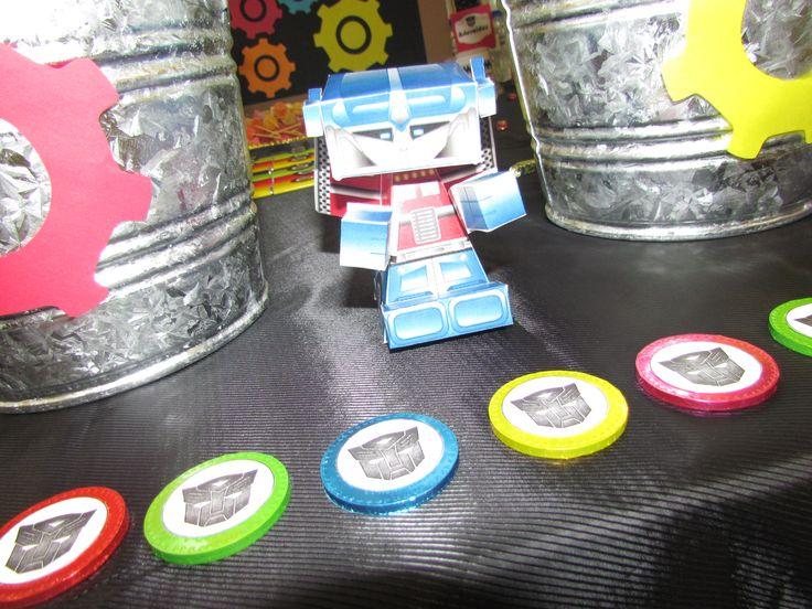 Optimus Prime hecho de papel, el detalle perfecto y original para decorar tu mesa de dulces de Transformer