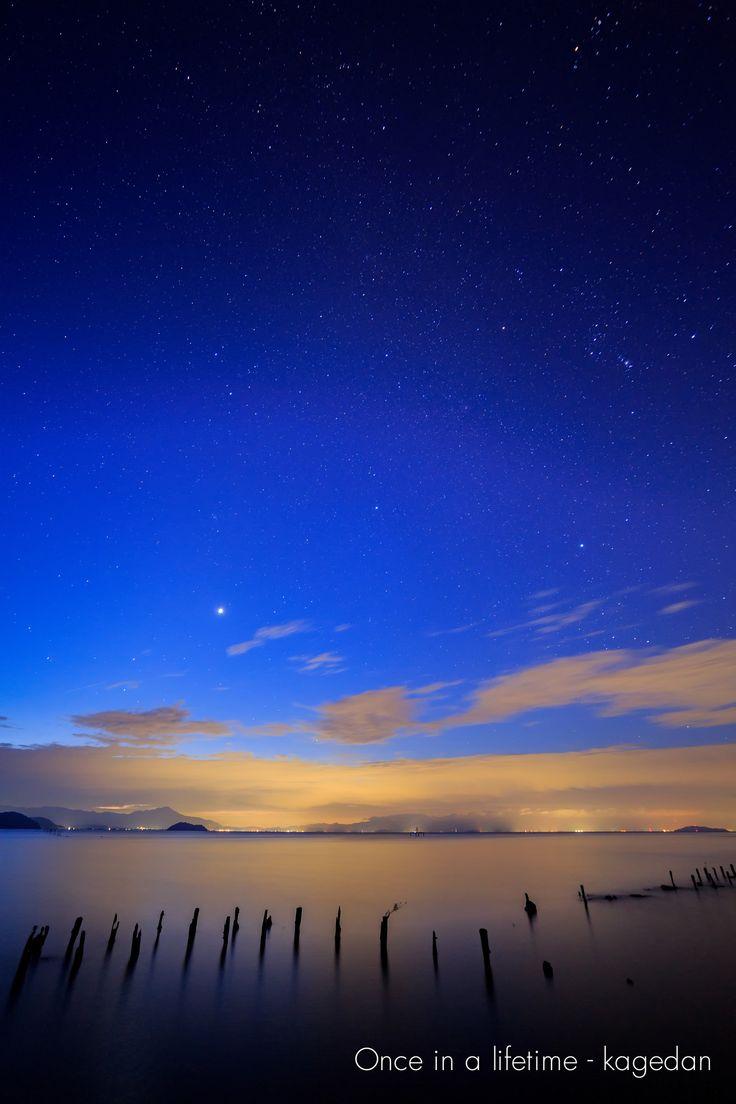 https://flic.kr/p/yK7wBf | 秋の明け空 | 琵琶湖の上には金星とオリオン座が。徐々に明るくなっていく空でも存在感の大きな星達でした。