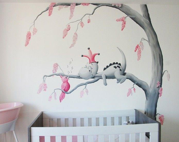 Wanddecoratie dirk draak babykamer met zingend vogeltje gemaakt door BIM Muurschildering. Dragon nursery wall painting.