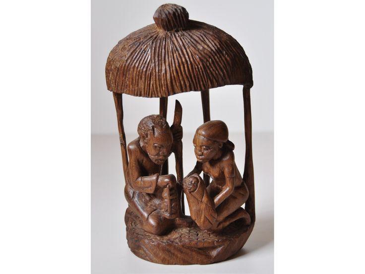 """Exposición en un """"El món en un betlem"""" En madera"""