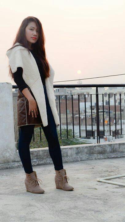 Seal brown faux fur leather vest. To buy drop a comment