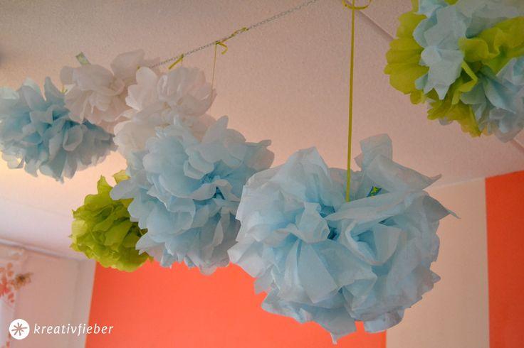 Pompoms selbermachen in 5 Minuten. Ein kleines Tutorial für farbenfrohe Partydeko.