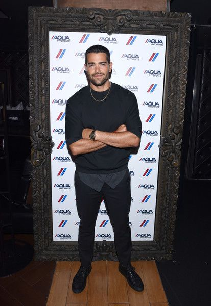 Jesse Metcalfe Photos Photos - Actor Jesse Metcalfe attends a private event at Hyde Staples Center hosted by AQUAhydrate for the Drake and Future concert on September 7, 2016 in Los Angeles, California. - AQUAhydrate Hosts a Private Event at Hyde Staples Center for a Drake and Future Concert