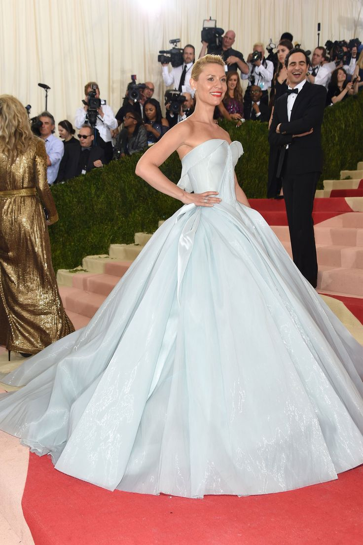 Claire Danesin a Zac Posen dress and Eva Fehren jewelry, the epitome of style and grace, while still going with the theme!