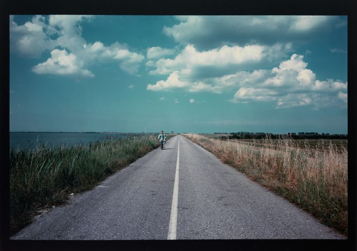 "L. Ghirri, ""Scardorari (Scardovari) - Strada sull'argine, 1989-1990"