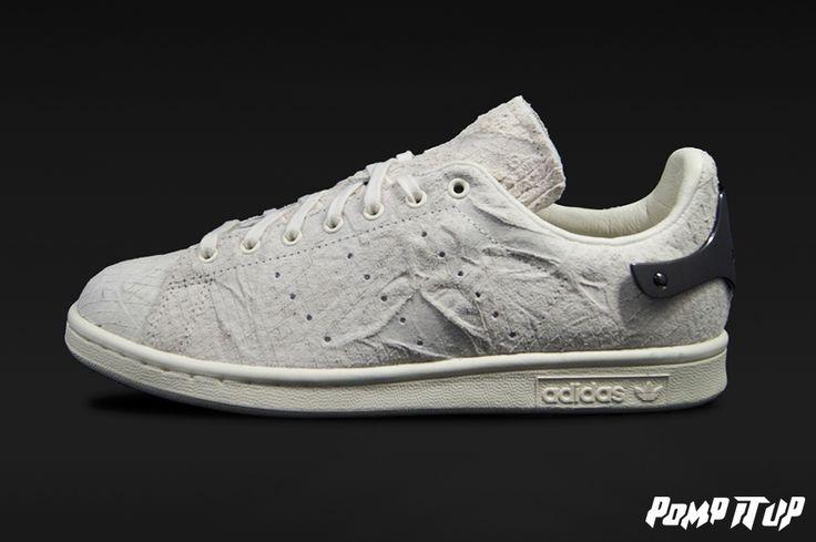 Adidas Stan Smith Metal (OWHITE/OWHITE/CBLACK) For Women Sizes: from 36 to 41 EUR Price: CHF 220.- #Adidas #StanSmith #StanSmithMetal #AdidasStanSmith #Sneakers #SneakersAddict #PompItUp #PompItUpShop #PompItUpCommunity #Switzerland