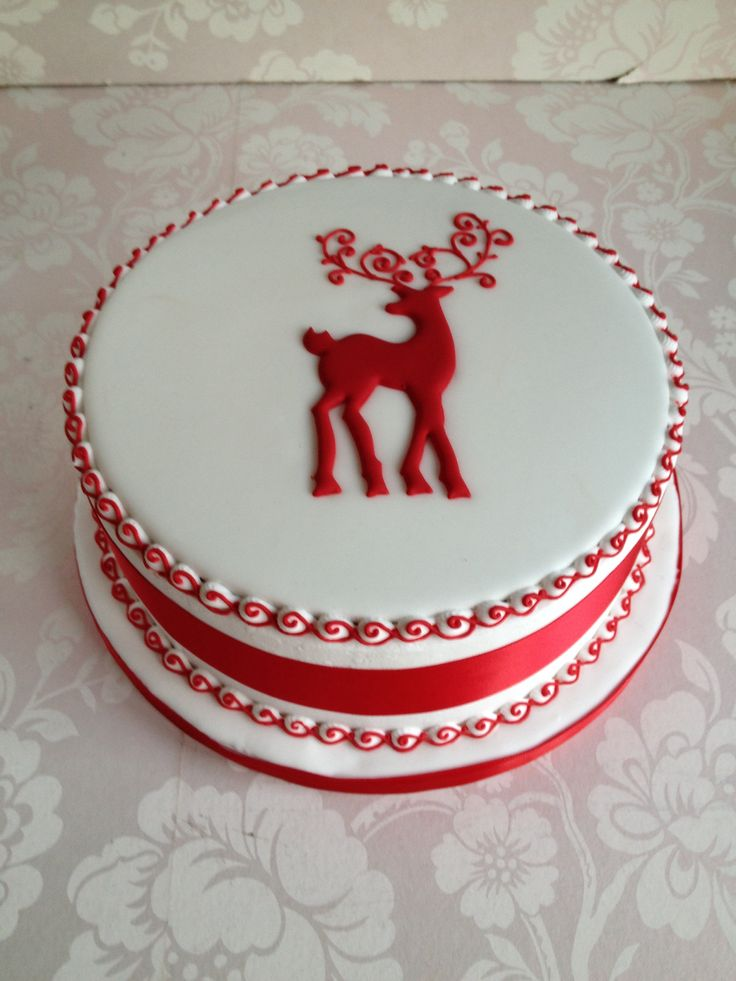 Reindeer royal iced cake