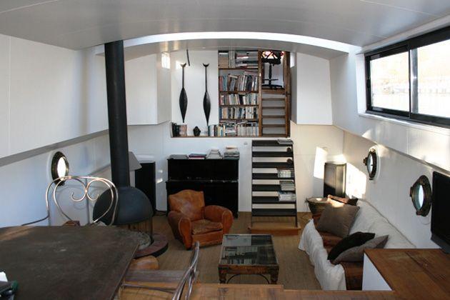 Paris House Boat. See website http://www.parishouseboat.com/fr/photos.htm