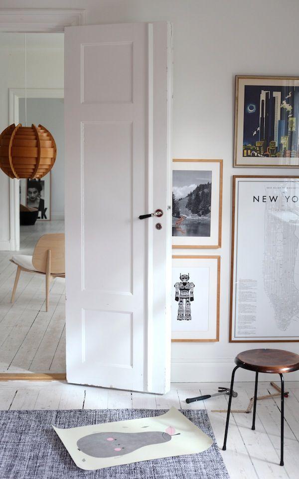 "Beautiful turn-of-the-century apt with white lye floors and ""Dubbel Pärlrand"" doorhandles:  http://www.byggfabriken.com/sortiment/dorrhandtag/klassiska-dorrahandtag/info/produkter/560-323-trycke-dubbel-paerlrand/"