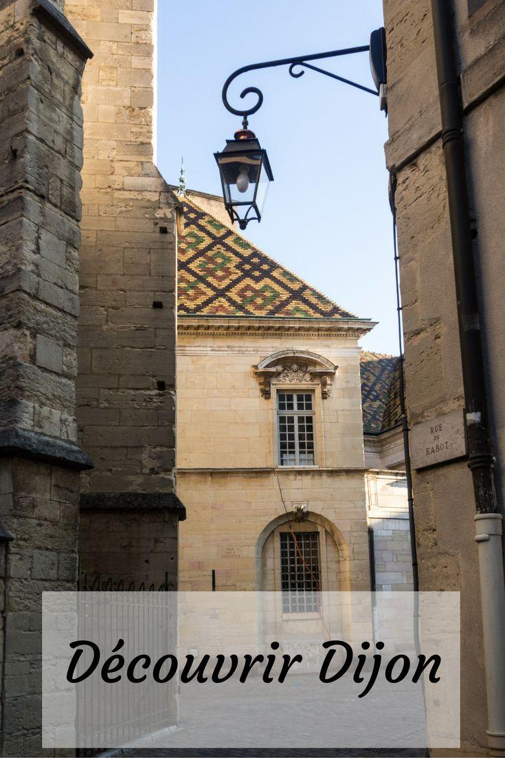 Promenade de deux façons à travers les rues de Dijon, capitale de la Bourgogne.
