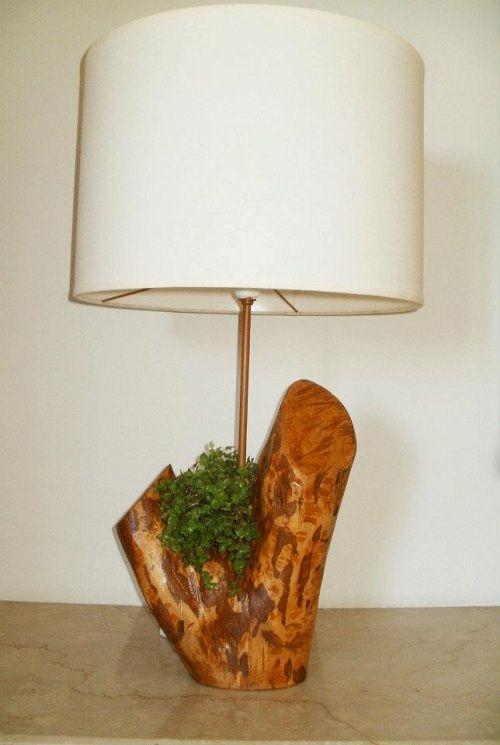 Lámpara hecha con una rama de árbol, de Simone Lescher