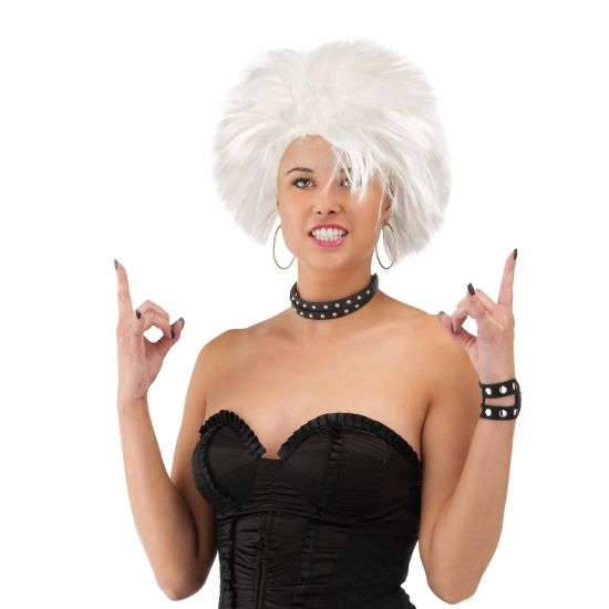 Witte punk dames pruik  Witte rockers pruik. Deze witte piekerige dames pruik maakt uw rockers punker of jaren 80 outfit helemaal compleet.  EUR 9.95  Meer informatie