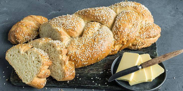 Brioche er en franskt loff som er himmelsk luftig, myk og smaksrik. Oppskrift på brioche og to gode baketips.