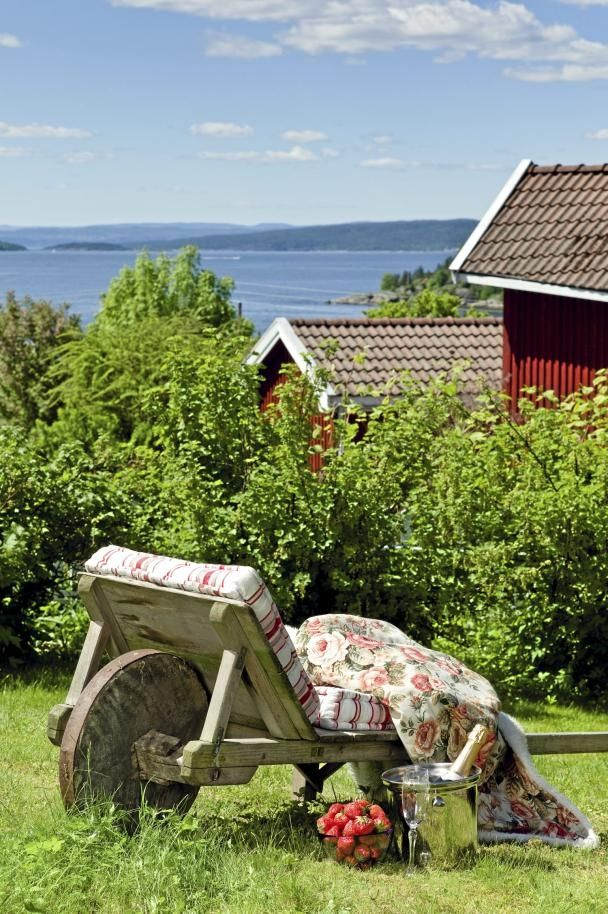 V: Summer Day, Peace Places, Wheelbarrow Chairs, Posts, Gardens, Little Spaces, Clever Ideas, Reading Spots, Dreams Yard