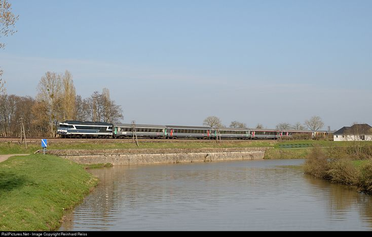 CC 72084 SNCF CC 72000 at Montureux-lès-Baulay, France by Reinhard Reiss