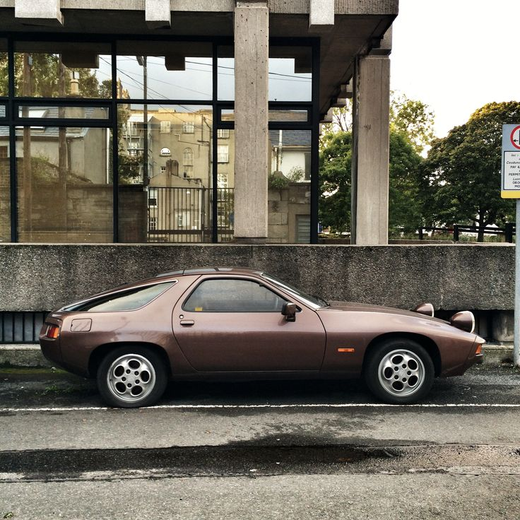 Lovely metalliv brown Porsche 928 in Ladd Lane, Dublin #porsche #porsche928 #928