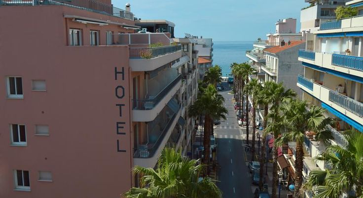 Best Western Astoria Juan-les-pins Set in the heart of the seaside resort of Juan-les-Pins, close to the beach, the hotel welcomes you in very comfortable rooms.  Free Wi-Fi access and facilities for making hot drinks are provided in the air-conditioned guest rooms.