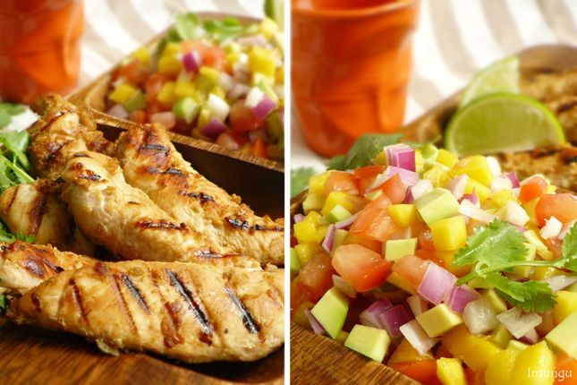 Грудки гриль и сальса с авокадо и манго