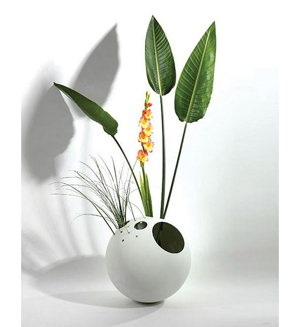 Ball Vase   Out Of The Ordinary 18 Creative Flower Vases Designs