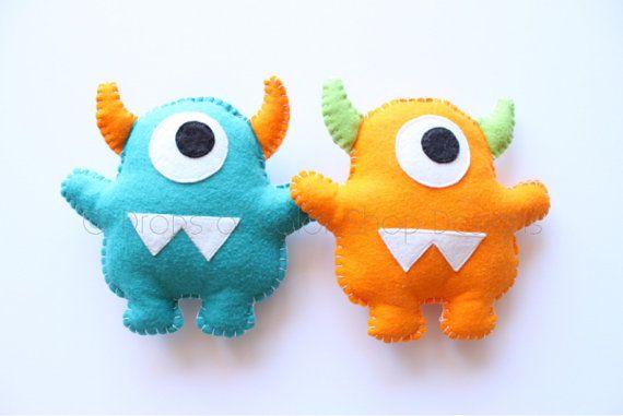 Dos monstruos felpa juguetes de fieltro decoración del cuarto