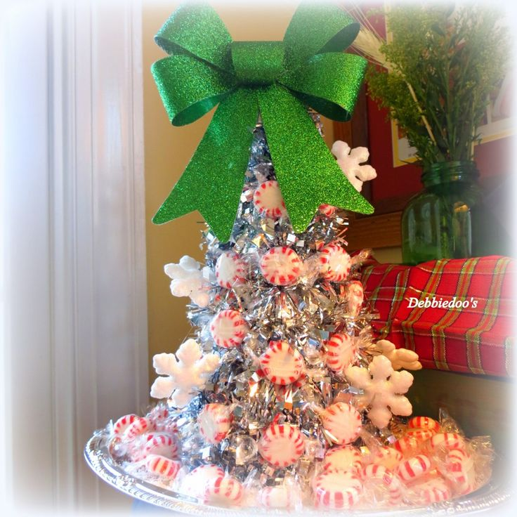 A sparkly Peppermint Christmas tree {Dollar tree Craft} - Debbiedoo's