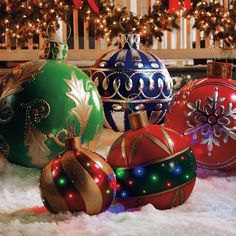 Christmas DIY: Giant Outdoor Lighte Giant Outdoor Lighted Ornaments www.thegreenhead.... #christmasdiy #christmas #diy