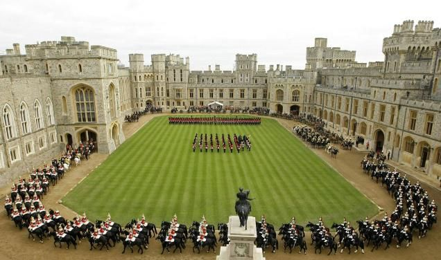 Queen Elizabeth Castle In London Ii Faces Prospect Of First Ever Staff Strike Royal Family 2018 Pinterest
