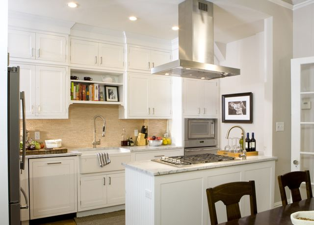 love the cabinets all the wall to the ceiling. great backsplash. Kitchen Cousins via Aubrey and Lindsay